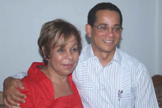 La veterana dirigente reformista Rafaela Alburquerque (Lila) con el senador de Espaillat, José Rafael Vargas.