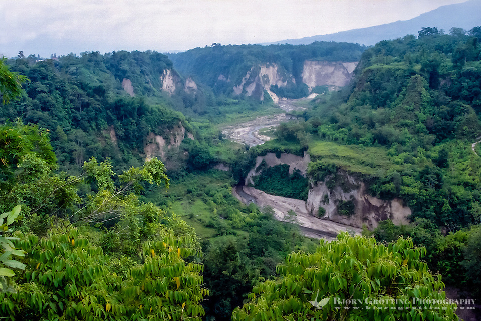 West Sumatra, Bukittinggi. Sianok canyon (Ngarai Sianok) is a steep valley (ravine) located in Bukittinggi, about 15 km long. (Bjorn Grotting)