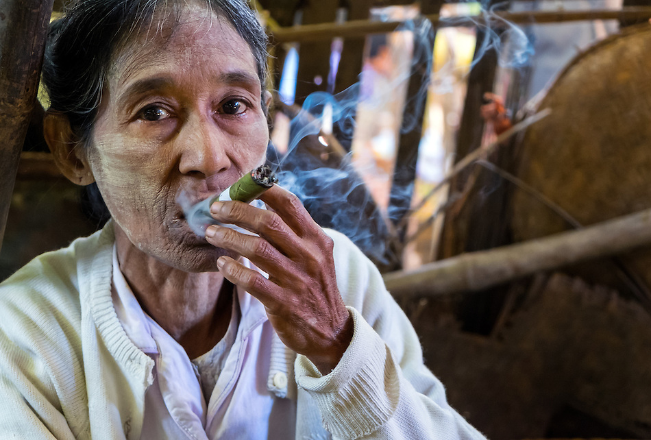 BAGAN, MYANMAR - CIRCA DECEMBER 2013: Old Burmese woman smoking a cigar in the Nyaung U market close to Bagan in Myanmar (Daniel Korzeniewski)