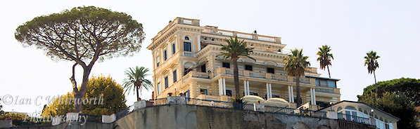 View from the Sorrento harbour looking up the approximately 100 foot straight rise to a landmark building (Ian C Whitworth)
