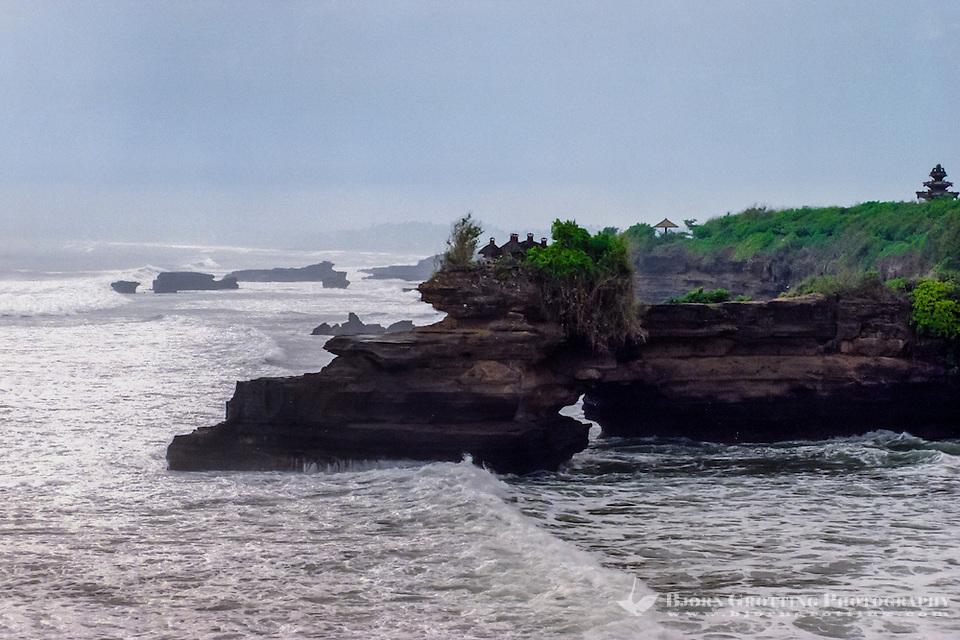 Bali, Tabanan, Tanah Lot. Pura Batu Balong close by. (Photo Bjorn Grotting)