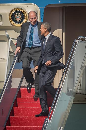 Governor Walker and President Obama's arrival at JBER in Anchorage (© Clark James Mishler)