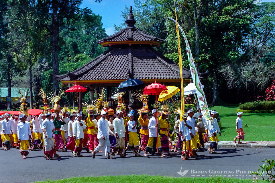 Bali, Tabanan, Bedugul. The Bedugul Botanical Garden (Eka Karya Botanical Garden) was established in 1959. A hindu celebration. (Bjorn Grotting)