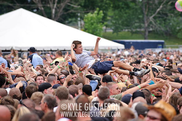 Crowd_Surfing-6021.jpg