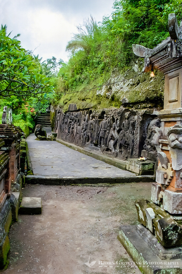 Bali, Gianyar, Yeh Pulu. The relief is 25 meter long and 2 meter high. (Photo Bjorn Grotting)