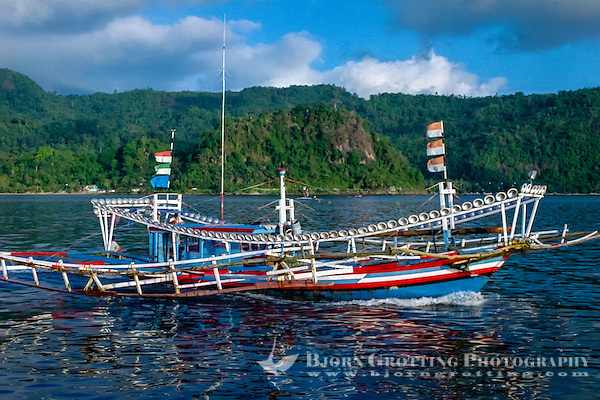 West Sumatra, Padang. Padang port, Teluk Bayur. Fishing boat on the way to sea for a nights work. Notice the large number of lanterns all around the boat. (Photo Bjorn Grotting)