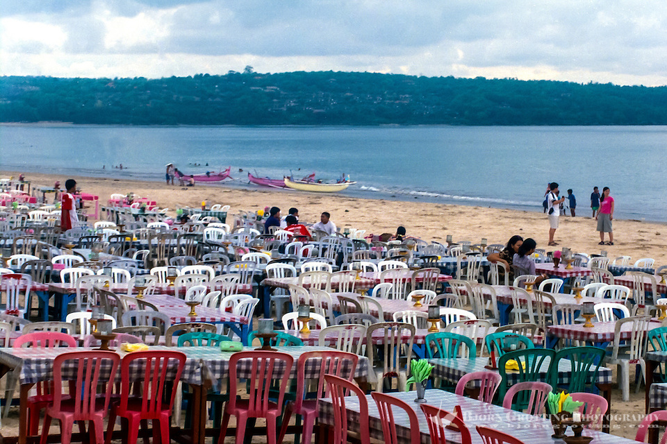 Bali, Badung, Jimbaran. Restaurant at the sea. You can sit at a table on the beach, it can be quite crowded here by sunset. (Photo Bjorn Grotting)