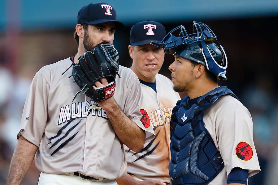 Detroit Tigers pitcher Justin Verlander, playing for the Toledo Mud Hens in a rehab start, talks to catcher Miguel Gonzalez, right, and first baseman Mike Hessman, center, in the sixth inning during a Triple-A baseball game against the Columbus Clippers in Toledo, Ohio, Saturday, June 6, 2015. (AP Photo/Rick Osentoski) (Rick Osentoski/AP)