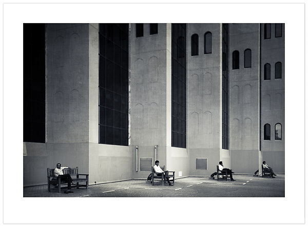 Four Men, Four Benches - Dubai, U.A.E., 2013 (© Ian Mylam)