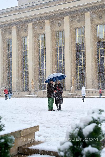 Trocadero, Paris, France. Tres fortes chutes de neige, le 8 de?cembre 2010. (francois renault)