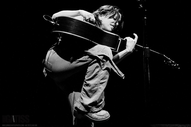 Ani Difranco performing live at the Lowry Theatre, Manchester, 2011-01-25 (Mike Gatiss)