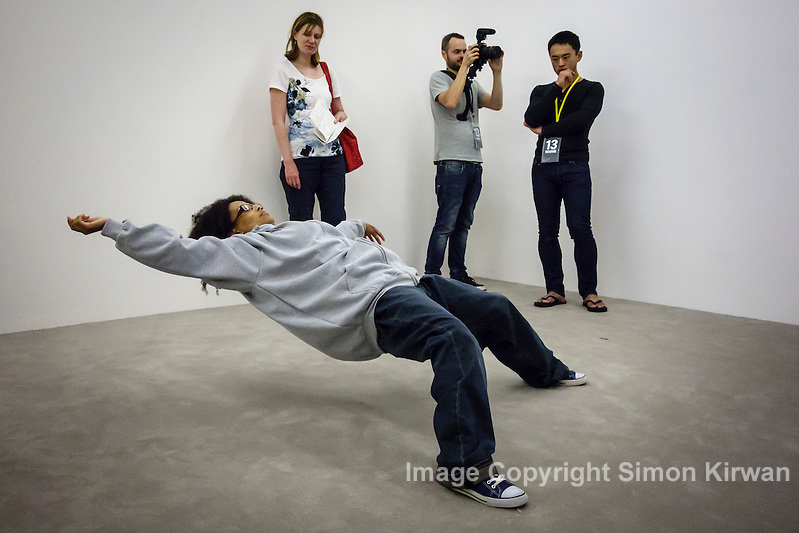 13 Rooms Sydney: Xu Zhen: In Just a Blink of an Eye, 2005 - Photo by Simon Kirwan