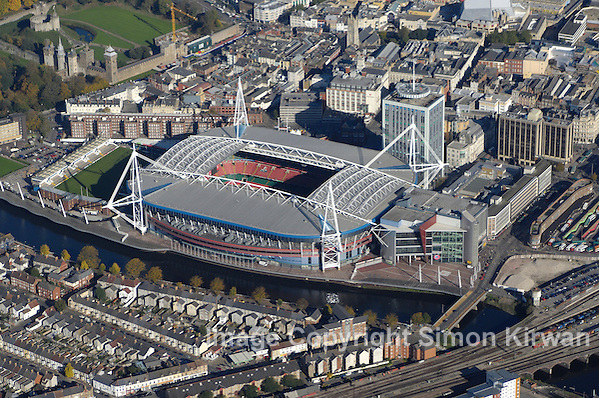 tadiwm y Mileniwm - Millennium Stadium, Cardiff from the Air. Photo By Simon Kirwan