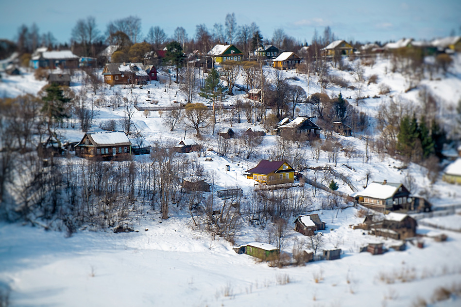 View of snowed rural town in Russia (Daniel Korzeniewski)