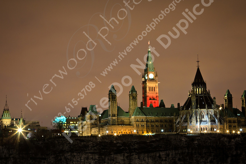 I went to downtown Ottawa on December 21st to try to photograph the once-in-a-lifetime lunar eclipse (coinciding with the winter solstice), but unfortunately the city was socked in with clouds and I barely saw the eclipse. So I took the opportunity to wander around and photograph some of the landmarks in the city instead...&Acirc;&copy;2010, Sean Phillips.http://www.RiverwoodPhotography.com (Sean Phillips)