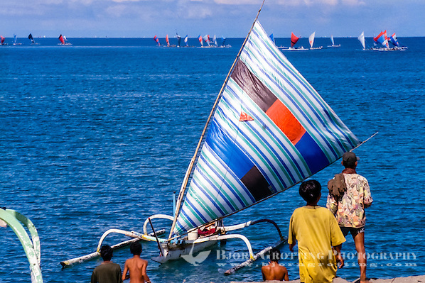Nusa Tenggara, Lombok, Senggigi. Traditional fishingboats heading home in the morning. (Photo Bjorn Grotting)