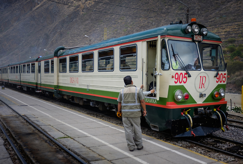 OLLANTAYTAMBO, PERU - CIRCA OCTOBER 2015: Train of the Inca Rail at the Ollantaytambo station in sacred Valley ready to depart to Ciudad Machu Picchu (Daniel Korzeniewski)
