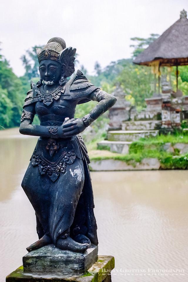 Bali, Badung, Mengwi. Statue of a goddess, Taman Ayun (Bjorn Grotting)