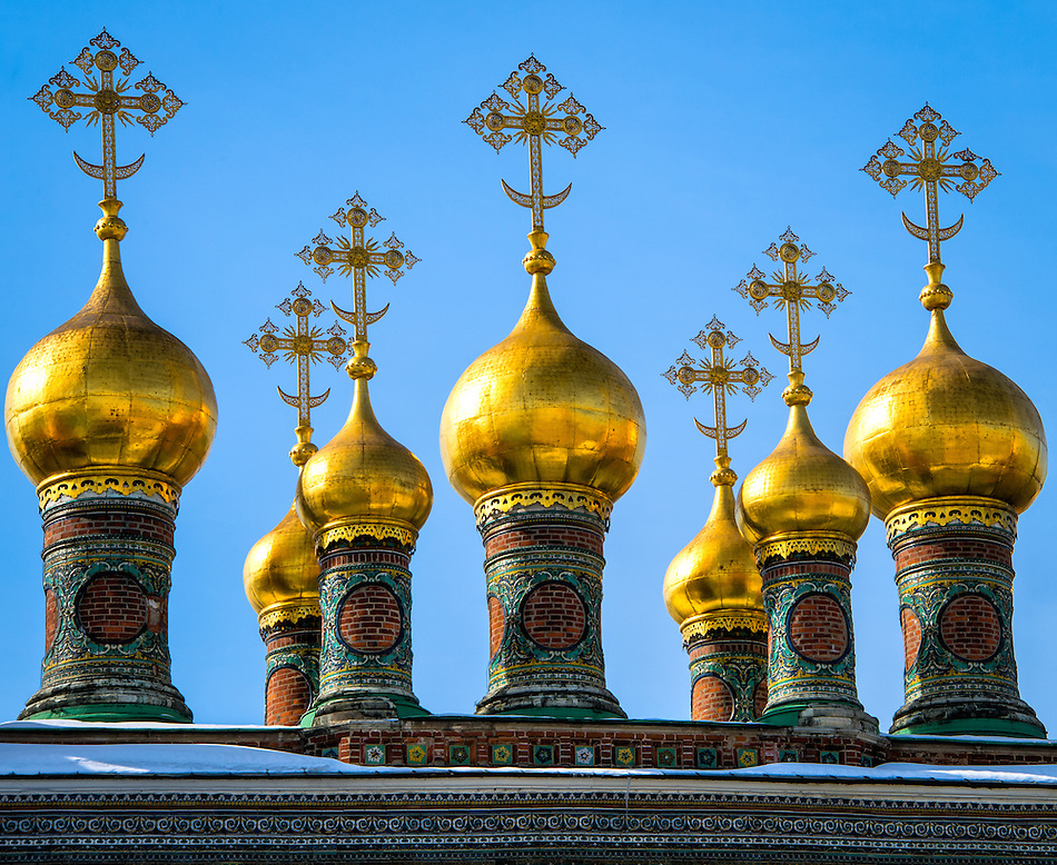 Detail of cupolas in The Upper Saviour's Cathedral and Terem Churches in the Kremlin in Moscow (Daniel Korzeniewski)