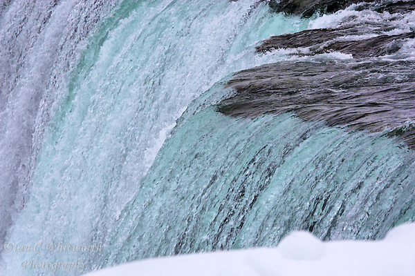 Winter view at the brink of the Canadian falls (Ian C Whitworth)