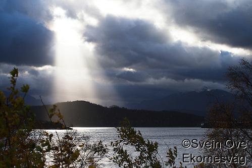 Årets første høststorm er på vei inn Ellingsøyfjorden i Ålesund. Foto: Svein Ove Ekornesvåg (Svein Ove Ekornesvaag/Svein Ove Ekornesvåg)