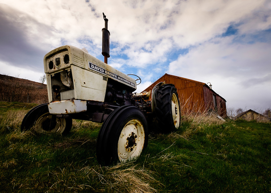 SCOTLAND - CIRCA APRIL 2016: Old tractor near Carbost in Skye an Island in Scotland (Daniel Korzeniewski)