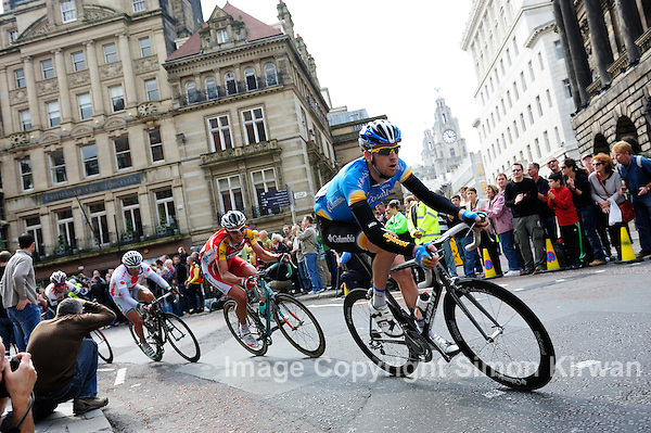 Bradley Wiggins, Daryl Impey & Danilo Di Luca, Tour of Britain 2008 Stage 8 Liverpool - photo Simon Kirwan