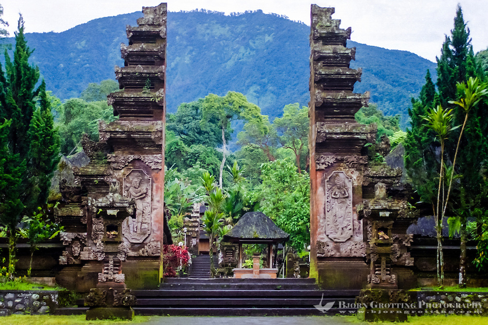 Bali, Tabanan, Batukau. The Pura Luhur Batukau temple sits on the slopes of Gunung Batukau. The main entrance to is a split gate. (Photo Bjorn Grotting)