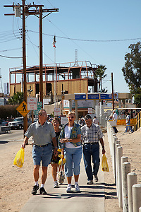 Tourists returning to California from Los Algodones, B.C, Mexico with shopping bags. (Jason Rothe)