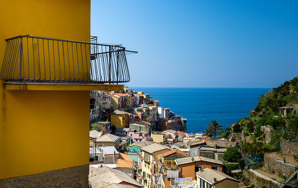 MANAROLA, ITALY - CIRCA MAY 2015: Balcony overlooking the village of Manarola in Cinque Terre, Italy. (Daniel Korzeniewski)