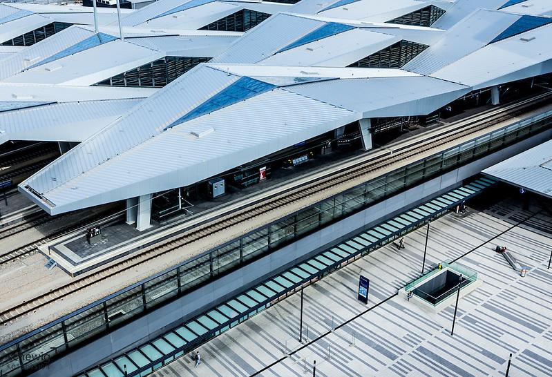 Hauptbahnhof Wien neu (Architekten Wimmer, Hoffmann, Hotz), Rautendachkonstruktion, Österreich, Wien, Architektur, modern, zeitgenössisch, Ausschnitt (Dieter Schewig)