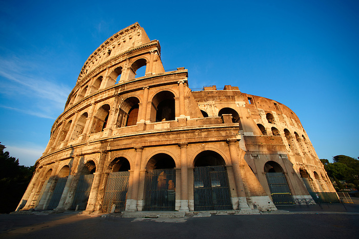 Coloseum ( Colosseo) . Rome (Paul Williams)