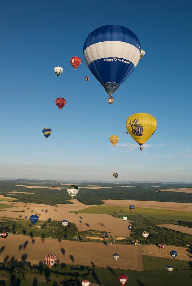 "More than 400 hot air balloons took off almost simultaneously at the ""Lorraine Mondial Air Ballons 2013"", setting a new world record.  Plus de 400 montgolfières ont décollé presque simultanément lors du ""Lorraine Mondial Air Ballons 2013"" - un nouveau record mondial. (Tarek Charara)"