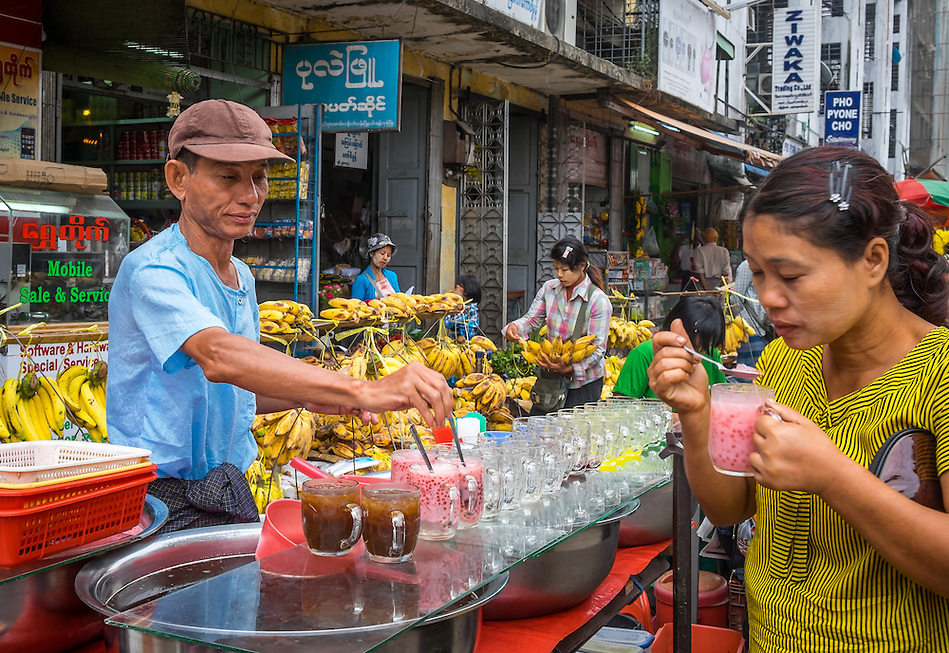 YANGON, MYANMAR - CIRCA DECEMBER 2013: Merchant selling tea and juices in the street market of Yangon. (Daniel Korzeniewski)