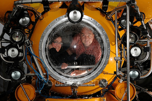 Barbara Lich editor from GEOlino and Solvin Zankl in the submersible JAGO (Solvin Zankl)