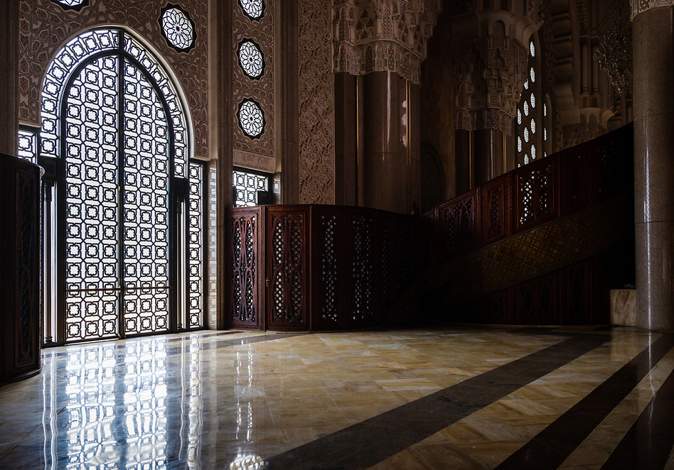 CASABLANCA, MOROCCO - CIRCA APRIL 2017: Interior view of the Mosque Hassan II in Casablanca. (Daniel Korzeniewski)
