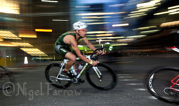30 JUN 2011 - LONDON, GBR - Brett Sexton makes his way through the streets of Canary Wharf during the men's super sprint final at the GE Canary Wharf Triathlon (PHOTO (C) NIGEL FARROW) (NIGEL FARROW/(C) 2011 NIGEL FARROW)