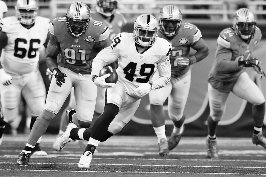 Oakland Raiders running back Jamize Olawale (49) rushes against the Detroit Lions during an NFL football game at Ford Field in Detroit, Sunday, Nov. 22, 2015. (AP Photo/Rick Osentoski) (Rick Osentoski/AP)