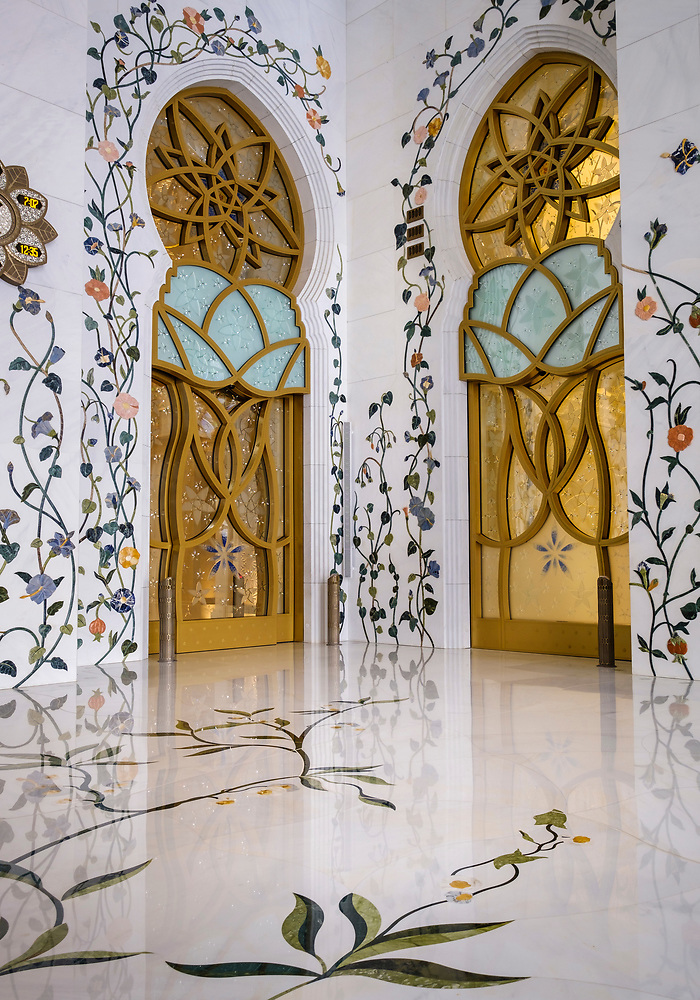 UNITED ARAB EMIRATES, ABU DHABI - CIRCA JANUARY 2017: Interior Designs of the Sheikh Zayed Mosque (Daniel Korzeniewski)