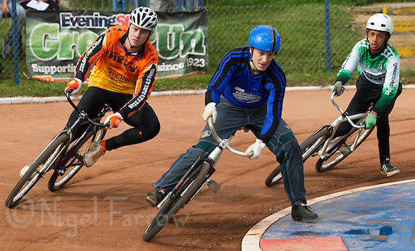 13 SEP 2014 - IPSWICH, GBR - Daniel Zagni (centre) of Kesgrave Panthers leads Ben Mould (left) of Wednesfield Aces and Robert Croal (right) from Exeter Aces round a bend during the first semi final of the 2014 British Open Club Championships at Whitton, Ipswich in Great Britain (PHOTO COPYRIGHT © 2014 NIGEL FARROW, ALL RIGHTS RESERVED) (NIGEL FARROW/COPYRIGHT © 2014 NIGEL FARROW : www.nigelfarrow.com)