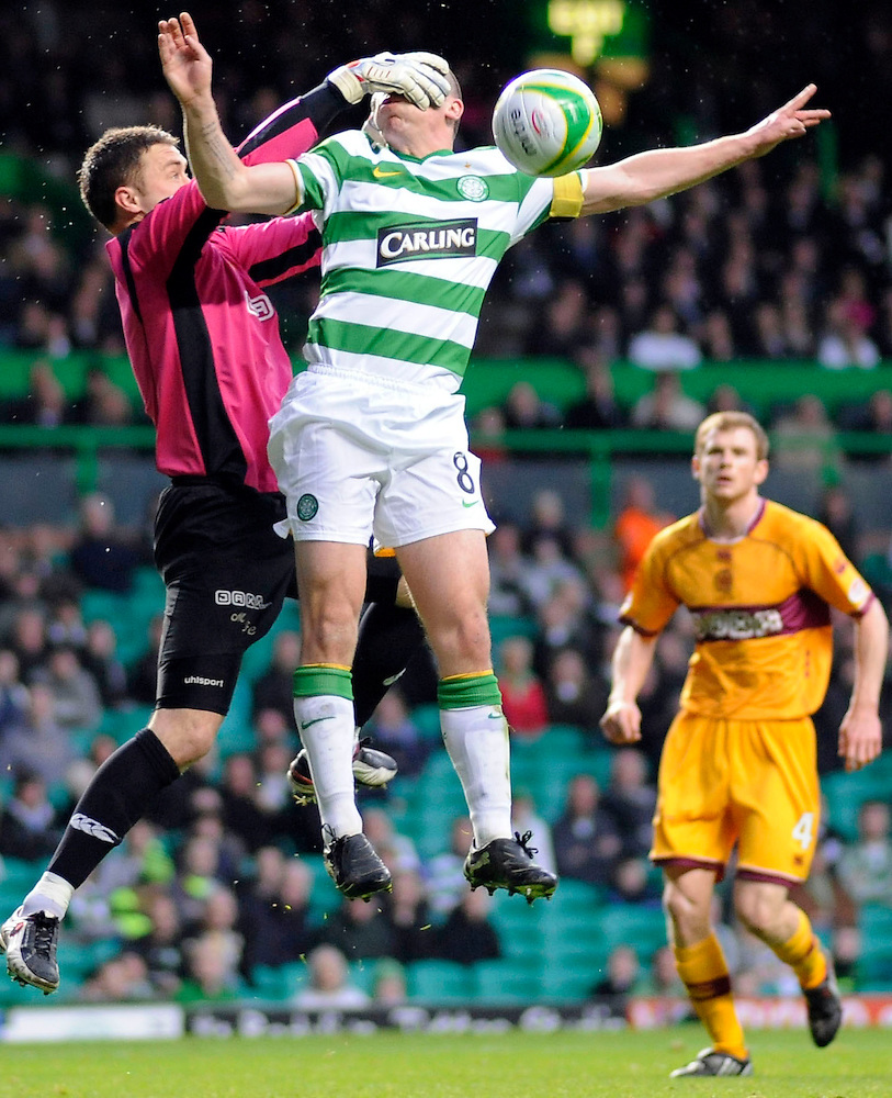 13TH APR 2010, CELTIC V MOTHERWELL, CELTIC PARK, GLASGOW, KEEPER MICHAEL FRASER AND SCOTT BROWN, ROB CASEY PHOTOGRAPHY. (ROB CASEY/ROB CASEY PHOTOGRAPHY)