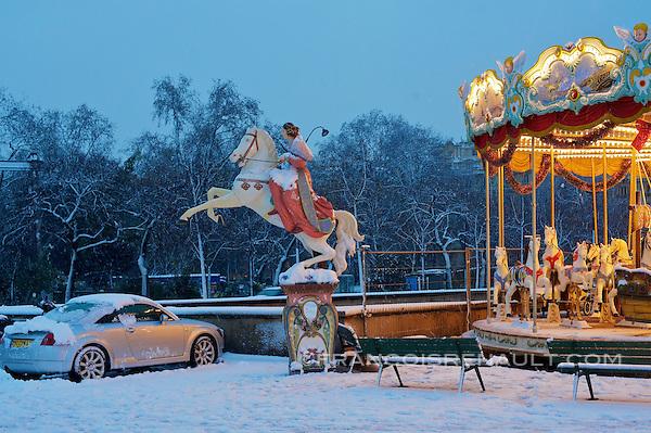 Trocadero, Paris, France. Tres fortes chutes de neige, le 8 decembre 2010. (francois renault)