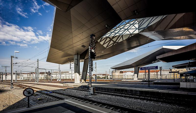 Hauptbahnhof Wien neu (Architekten Wimmer, Hoffmann, Hotz), Rautendachkonstruktion, Bahnsteige, Österreich, Wien, Architektur, modern, zeitgenössisch (Dieter Schewig)