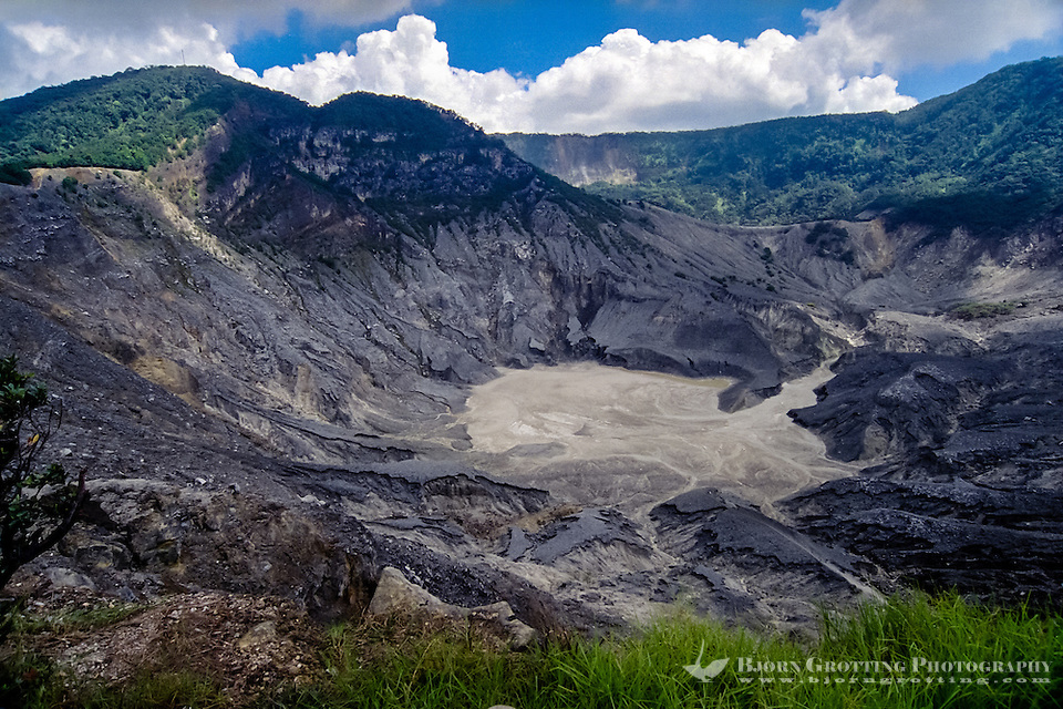 Indonesia, Java, Parompong. Tangkuban Prahu volcano. Kawah Ratu, the largest crater. (Photo Bjorn Grotting)