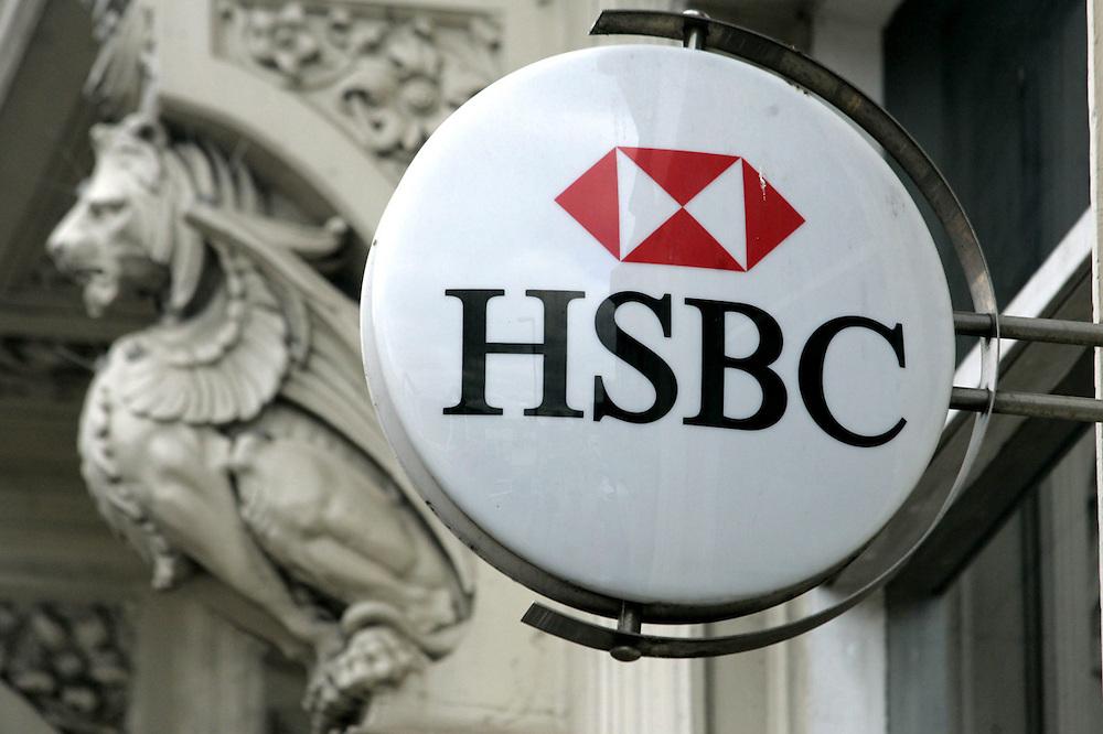El banco inglés HSBC, en su sucursal en Suiza, mantiene cuentas secretas de personas de todo el mundo.