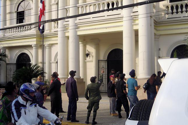 Palacio Municipal de San Francisco de Macorís, luego del ataque a tiros