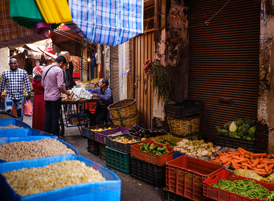 CASABLANCA, MOROCCO - CIRCA APRIL 2017: Street of the Medina and vegetable vendors in  Casablanca (Daniel Korzeniewski)