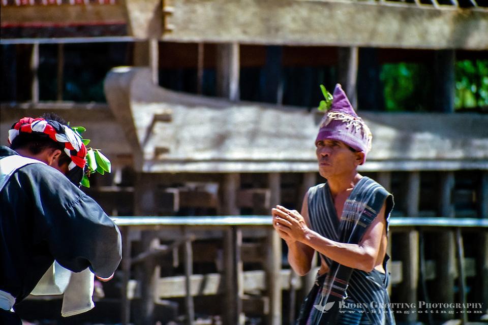 Indonesia, Sumatra. Samosir. Simanindo on the northern tip of Samosir is the cultural center of Samosir, with a museum. Batak dance performance. (Photo Bjorn Grotting)