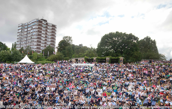 Ambience..Tennis - Grand Slam - The Championships Wimbledon - AELTC - The All England Club - London - Wed July 4th 2012. .© AMN Images, 30, Cleveland Street, London, W1T 4JD.Tel - +44 20 7907 6387.mfrey@advantagemedianet.com.www.amnimages.photoshelter.com.www.advantagemedianet.com.www.tennishead.net (FREY - AMN IMAGES)