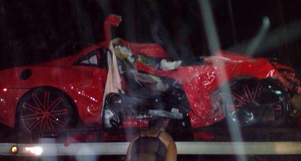 Así quedó el lujoso vehículo de Oscar Taveras tras el accidente.